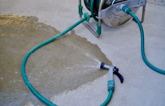 玄関の掃除の際によく水洗いをしている